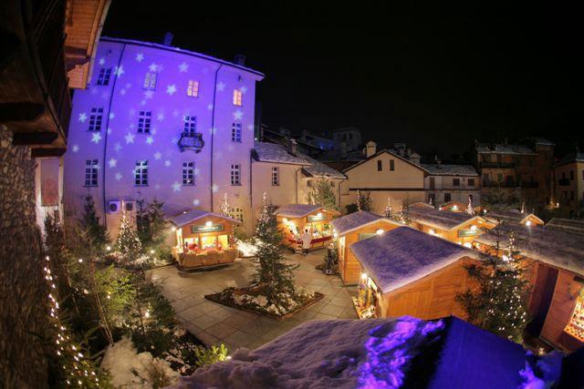 Mercatini Di Natale Aosta.Marche Vert Noel Ad Aosta Ao E Tempo Di Mercatini Di