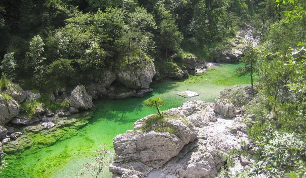 Le pozze smeraldine un bagno indimenticabile ai piedi - Fare il bagno in inglese ...