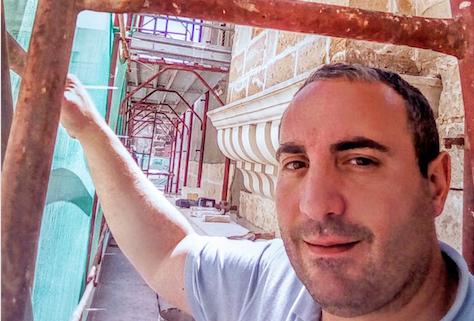 Mesciu Cicciu: uno, nessuno e centomilaDalla libera docenza universitaria in Storia Sociale dei Media alla cazzuola del muratore: un incontro entusiasmante, profondo e vero con Mesciu Cicciu Danieli.